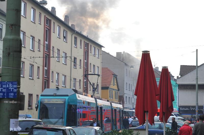Brand in der Offenbacher Landstraße am 25.10.2013 Bild 1
