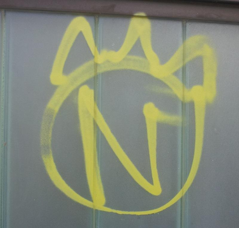 N mit Krone
