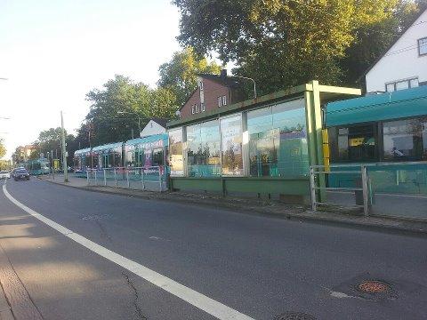 Stehende Straßenbahnen am Mühlberg